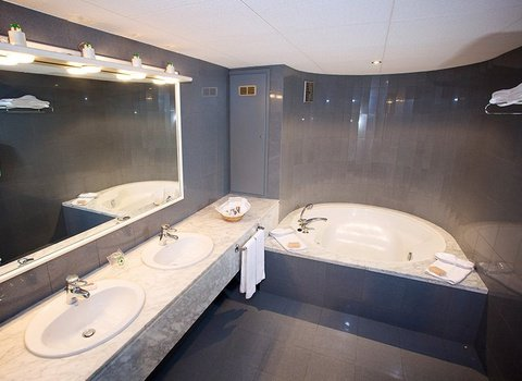 Full bathroom with bathtub, hair dryer and welcome amenities
